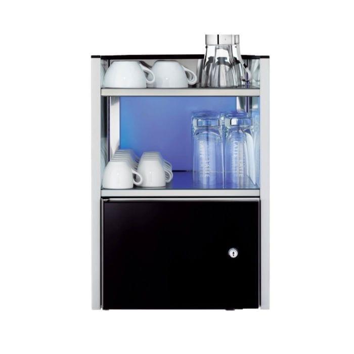 Rack mit einem breiten Kühlschrank